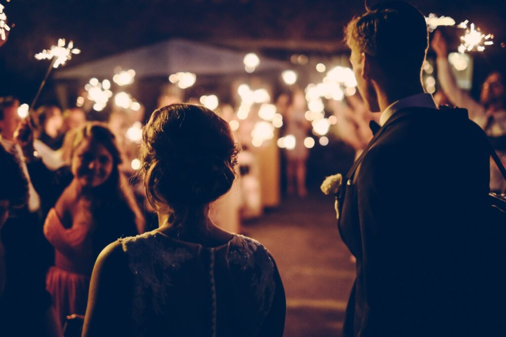 Glamorous and original locations and spectacular forms of entertainment for your micro-wedding.